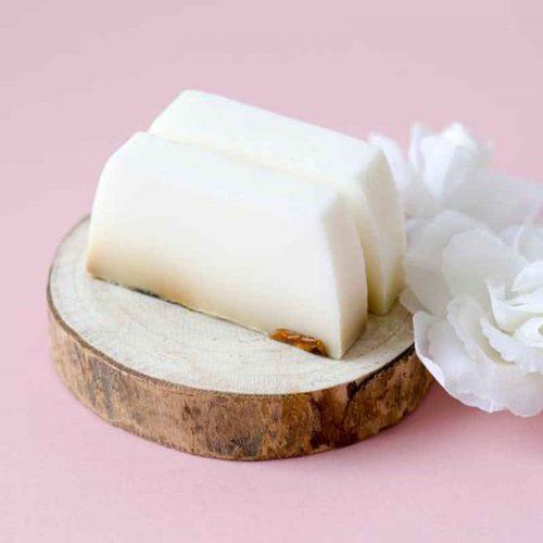 Cremige weiße Rosen Seife